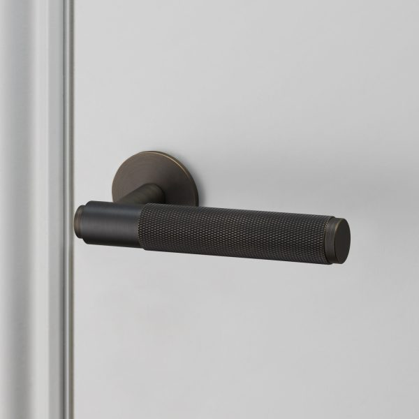 buster_punch_door_lever_handle_smoked_unsprung_web(1)